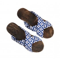 Womens Wooden Clogs Casual style Sandals Breathable Indoor and Outdoor Blue and White Pattern